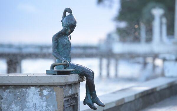 Скульптура Ника с патефоном  - Sputnik Абхазия