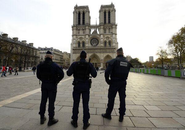Французская полиция напротив собора Парижской Богоматери. - Sputnik Абхазия