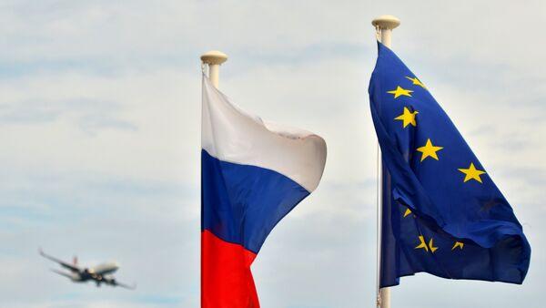 Флаги России, ЕС, Франции и герб Ниццы на набережной Ниццы. Архивное фото - Sputnik Абхазия