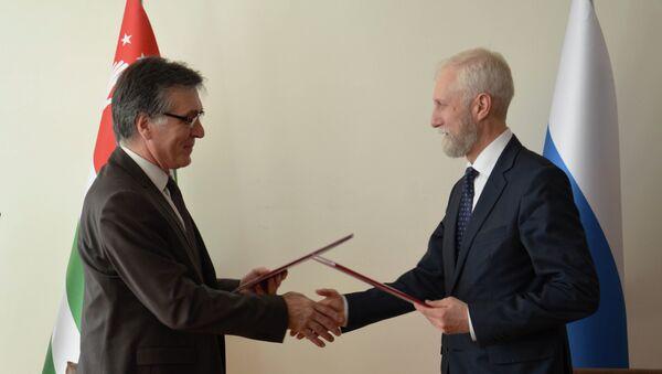 Подписание соглашения между минздровам Абхазии и России. - Sputnik Абхазия