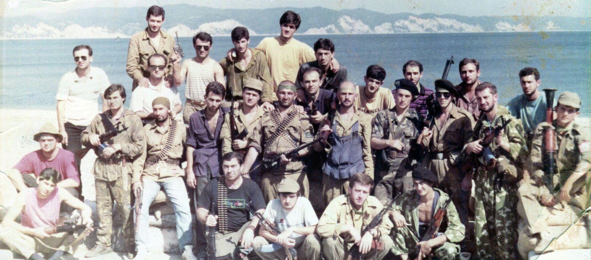 Кабардинские добровольцы и абхазские ополченцы. Пицунда 1993. - Sputnik Абхазия, 1920, 15.08.2020