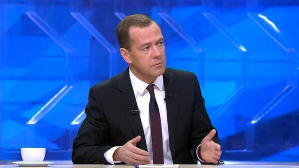Медведев назвал геноцидом ситуацию с отключением электроэнергии в Крыму - Sputnik Абхазия