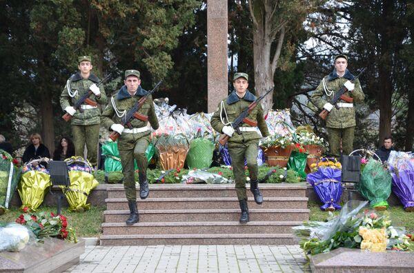День памяти жертв Латской трагедии прошел в Гудауте - Sputnik Абхазия