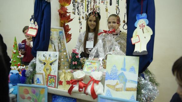 Эко новогодние венки и конфеты без сахара представили на ярмарке в Сухуме - Sputnik Абхазия
