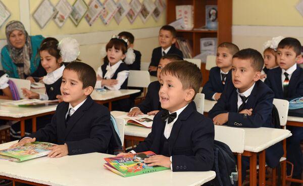Школьники в Душанбе. - Sputnik Абхазия