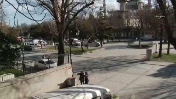 Первые кадры с места взрыва возле площади Султанахмет в центре Стамбула - Sputnik Абхазия