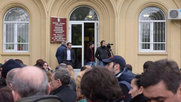 Митинг у здания Парламента. - Sputnik Абхазия