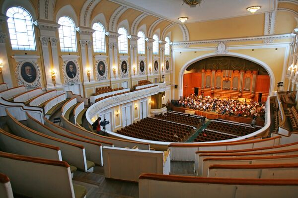 Большой зал Московской консерватории. Архивное фото - Sputnik Абхазия