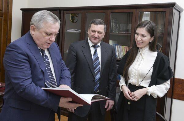 Встреча премьер-министра Миквабия с представителями КЧР. - Sputnik Абхазия