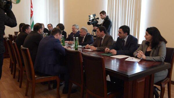 Взаимоотношения Абхазии и КЧР обсудили в Кабмине - Sputnik Абхазия