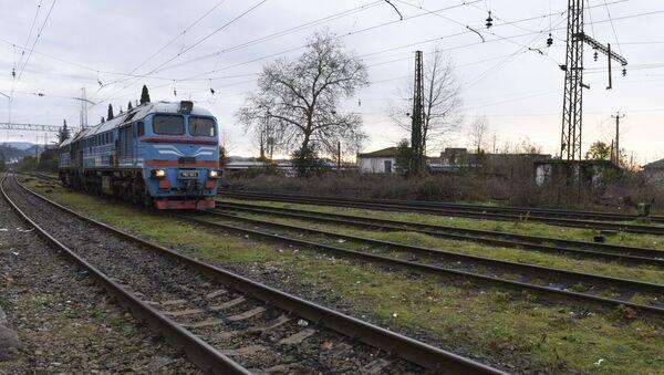 Состав прибывает на станцию. - Sputnik Абхазия