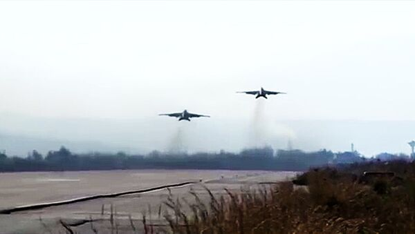 Боевая работа российских Су-25 с АвБ Хмеймим в сопровождении сирийских МиГ-29 - Sputnik Абхазия