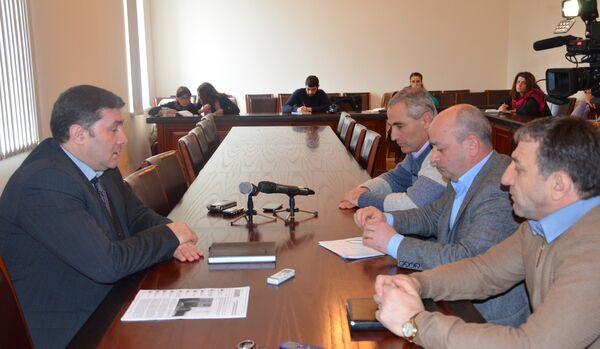 Встреча вице-премьера Шамиля Адзынба с руководителями внебюджетного фонда инвалидов Офтечественной войны. - Sputnik Абхазия