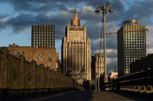Вид на здание Министерства иностранных дел Российской Федерации с Бородинского моста в Москве. - Sputnik Абхазия