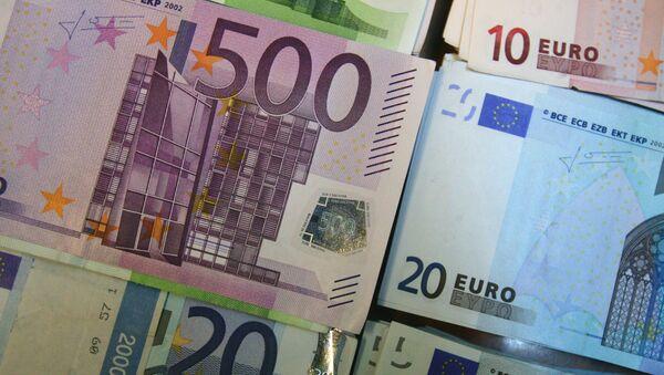 Купюры евро - Sputnik Абхазия