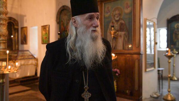 Иерей Виссарион прокомментировал историческую встречу Патриарха Кирилл - Sputnik Абхазия