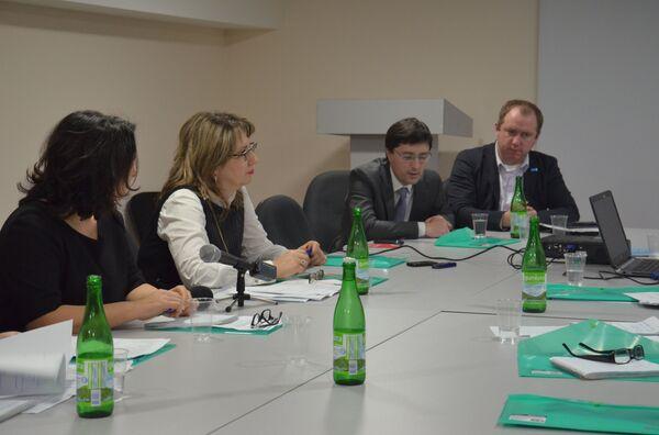 Представитель ЮНИСЕФ Владимир Турисов на совещании с представителями Минздрава Абхазии - Sputnik Абхазия