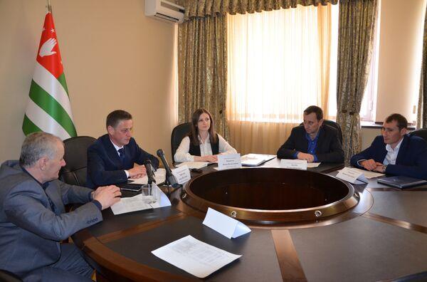 Встреча комиссии по реконструкции и ремонту водоснабжения по всей Абхазии. - Sputnik Абхазия