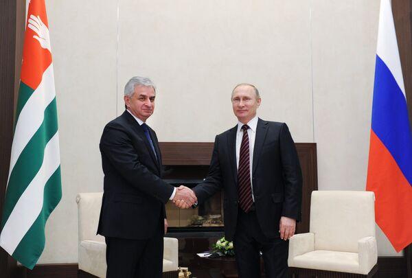 Президент РФ В. Путин встретился с президентом Абхазии Р. Хаджимбой - Sputnik Абхазия