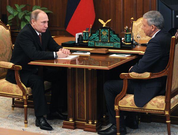 Рабочая встреча президента РФ В. Путина с председателем правительства Северной Осетии – Алании В. Битаровым - Sputnik Абхазия