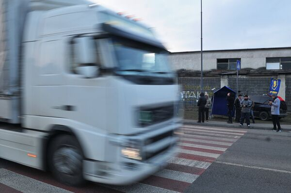 Украинские националисты заявили о возобновлении блокады российских фур. Архивное фото. - Sputnik Абхазия