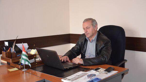 Ауаажәларра-политикатә ажурнал Алашара аредактор хада Анатоли Лагәлаа. - Sputnik Аҧсны
