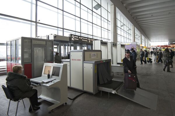 Работа досмотровых зон пассажиров на железнодорожных вокзалах. Архивное фото. - Sputnik Абхазия