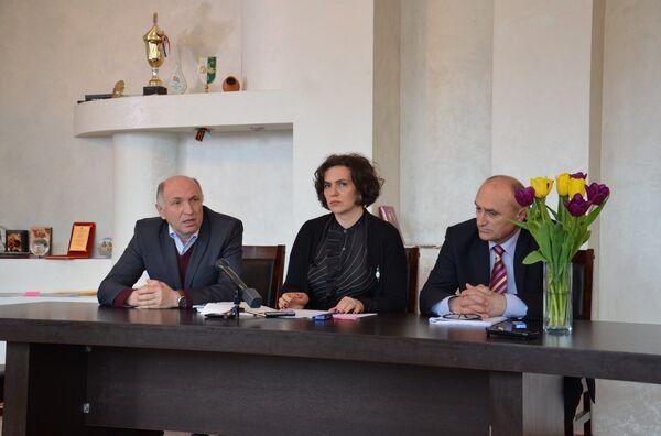 Учреждение премии имени Таифа Аджба за вклад в развитие детской и юношеской литературы - Sputnik Абхазия