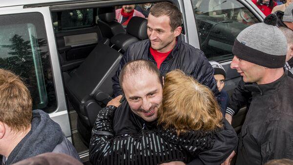 Освобожденных из грузинских тюрем граждан РЮО встречали в Цхинвале - Sputnik Абхазия