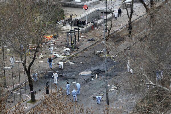 Судмедэксперты на месте взрыва 14 марта 2016 года на площади в центре Анкары. - Sputnik Абхазия
