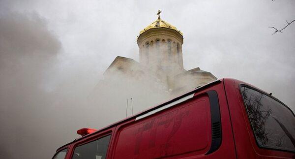 Пожар в соборе Святой Троицы в Тбилиси локализован. Фото с места события - Sputnik Абхазия