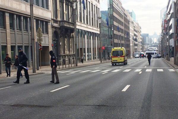 Сотрудники полиции Бельгии блокируют улицу в Брюсселе 22 марта 2016 года. - Sputnik Абхазия