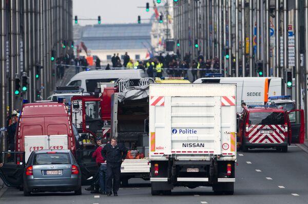 Машина скорой помощи на месте взрыва станции метро Maelbeek в Брюсселе - Sputnik Абхазия