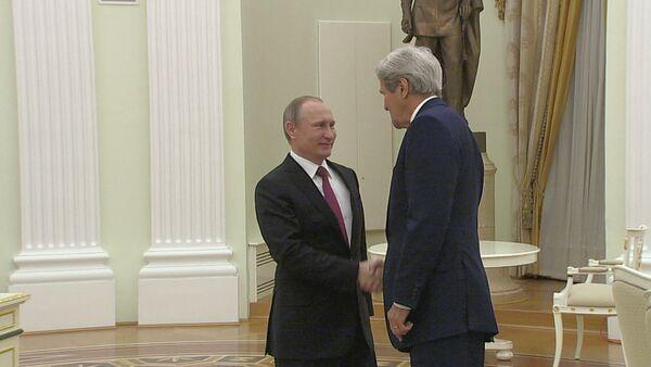 Наверное, деньги привезли – Путин пошутил о содержимом чемодана Джона Керри - Sputnik Абхазия