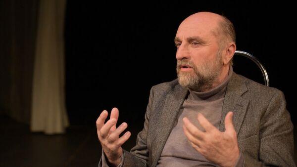 Кесоу Хагба рассказал Sputnik о театре, любви к работе и ролях - Sputnik Абхазия