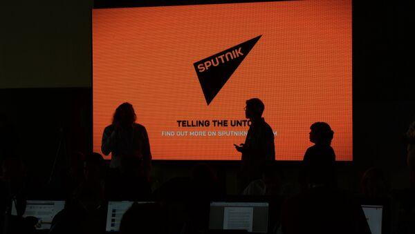 Экран с логотипом и девизом информационного агентства Sputnik - Sputnik Абхазия