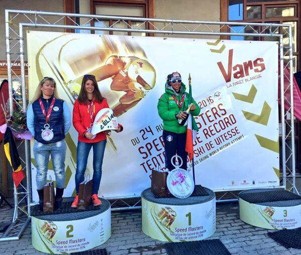 Лыжники из Италии побили мировые рекорды скорости на соревнованиях Speed Masters во французском Варсе - Sputnik Абхазия
