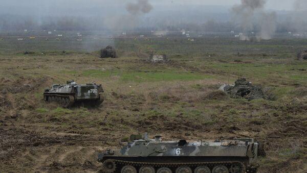 Бронемашины МТ-ЛБВ на батальонных тактических учениях с боевой стрельбой отдельной мотострелковой бригады Южного военного окру - Sputnik Абхазия