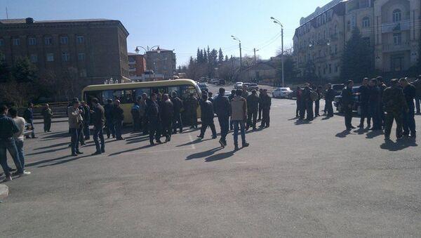 Сбор добровольцев на площади Степанакерта - Sputnik Абхазия