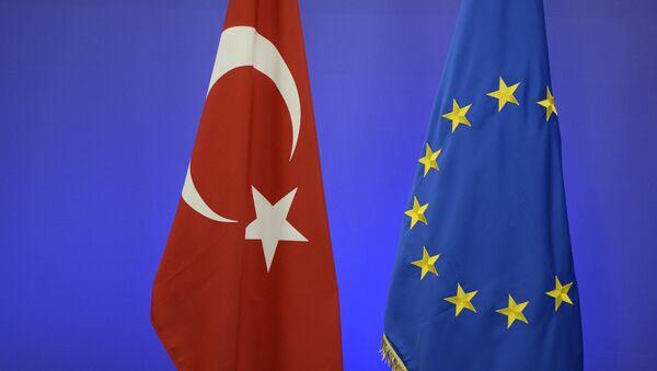 Флаг Турции и ЕС. - Sputnik Абхазия