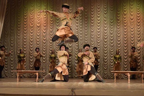 Выступление академического ансамбля народного танца Адыгеи Нальмэс - Sputnik Абхазия