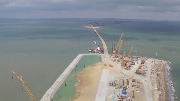 СПУТНИК_Возведена первая опора Керченского моста. Кадры с места строительства - Sputnik Абхазия