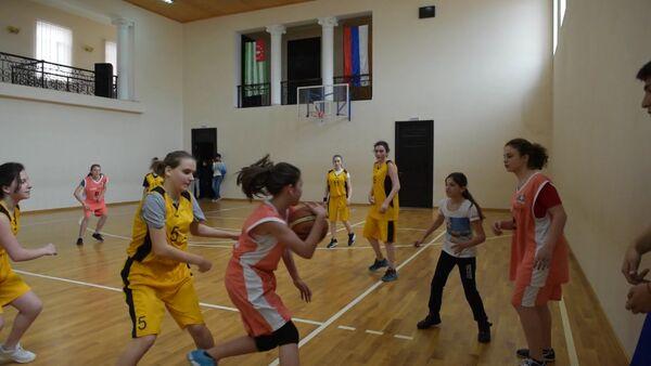 Юные баскетболистки продемонстрировали технику владения мячом - Sputnik Абхазия