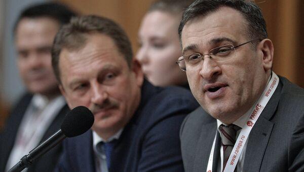 Директор Института государственной службы и управления РАНХиГС Игорь Барциц (справа) - Sputnik Абхазия