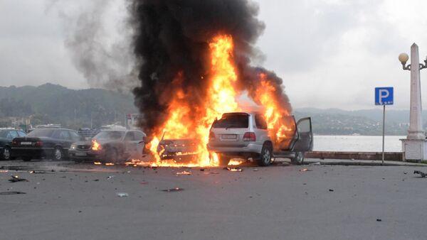 Взрыв машины депутата Парламента Абхазии. Кадры с места происшествия - Sputnik Абхазия