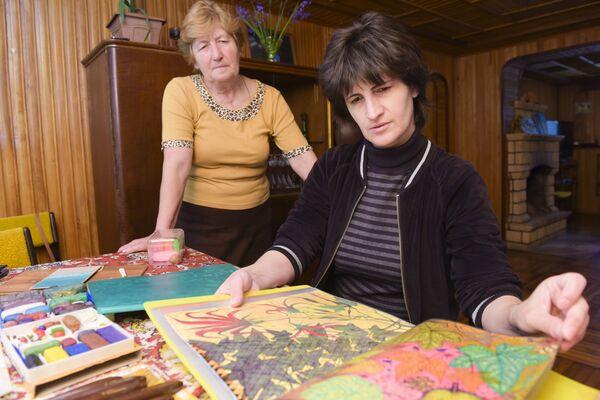 Асида Зухба с матерью. - Sputnik Абхазия
