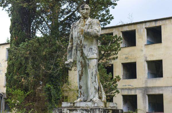 Памятник Ленину в Бзыпте - Sputnik Абхазия