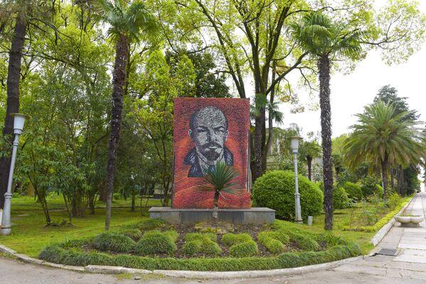 Памятник Ленину в санатории МВО - Sputnik Абхазия