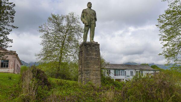 Памятник Ленину в Бармыше - Sputnik Абхазия