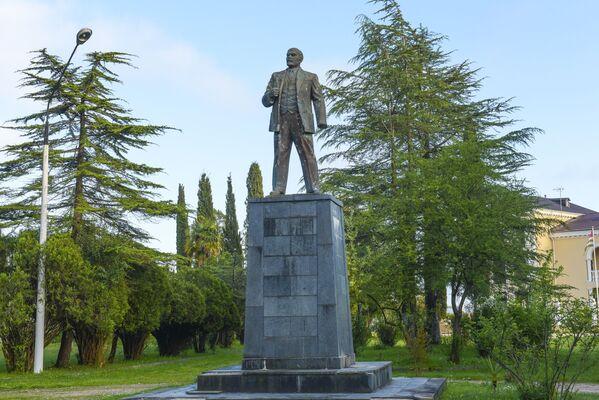 Памятник Ленину в Гудауте - Sputnik Абхазия